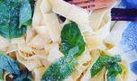 Cum se prepară pappardelle cu lămâie și busuioc. Rețeta lui Jamie Oliver