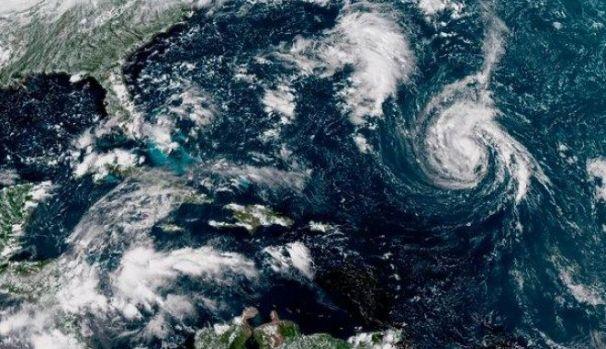 SUA lovită de uraganul Florence! Donald Trump le transmite americanilor: Fugiţi din calea lui!