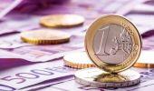 Curs valutar. Euro este singura monedă forte care face un pas în spate
