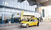 Taximetriștii din 8 aeroporturi importante din România, luați la bani mărunți de polițiști