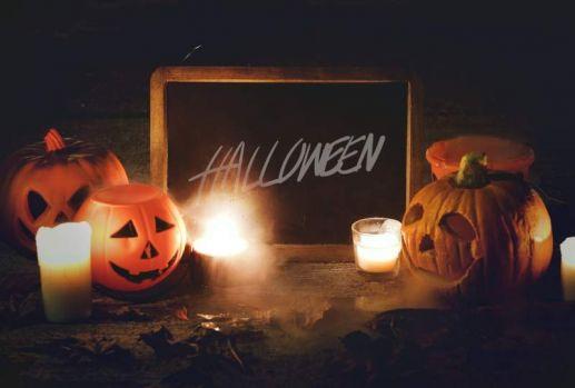 Halloween, tradiții, superstiții și obiceiuri. Ce trebuie să facă fetele nemăritate în această noapte