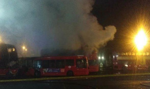 Anglia. Incendiu la un depou din Londra, 11 autobuze sunt distruse. Martorii vorbesc de mai multe explozii