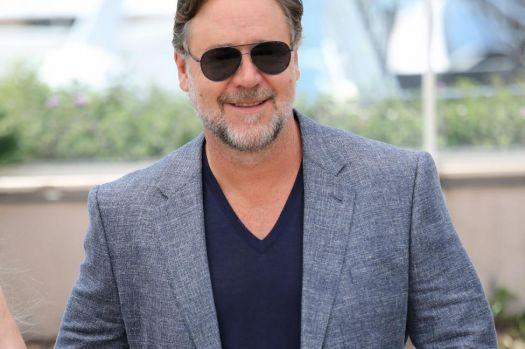 """Russell Crowe îşi surprinde fanii cu rolul din """"The Loudest Voice In The Room"""". Este de nerecunoscut"""