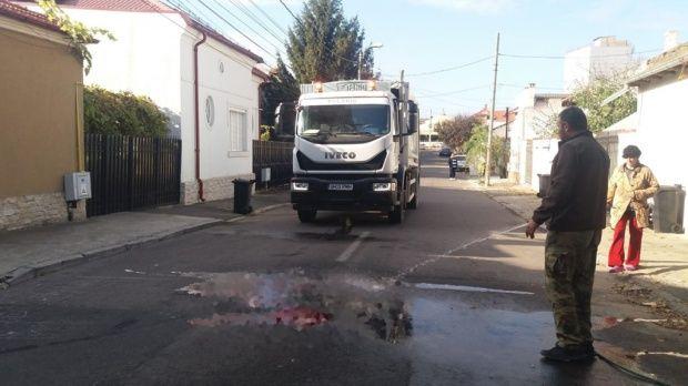 Constanța. O mașină de gunoi a trecut peste două persoane. Una dintre ele a murit, cealaltă este grav rănită