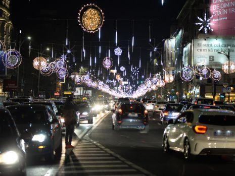 Câți bani a plătit Primăria Capitalei pentru cele nouă milioane de beculeţe de Crăciun