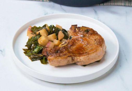Cum se prepară cotletele de porc cu napi, în sos de cidru. O rețetă specială și delicioasă