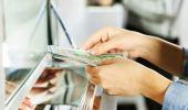 Curs valutar. Euro scade insesizabil, iar dolarul crește considerabil