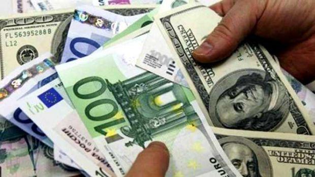 Curs valutar. Euro crește, iar dolarul scade în finalul săptămânii