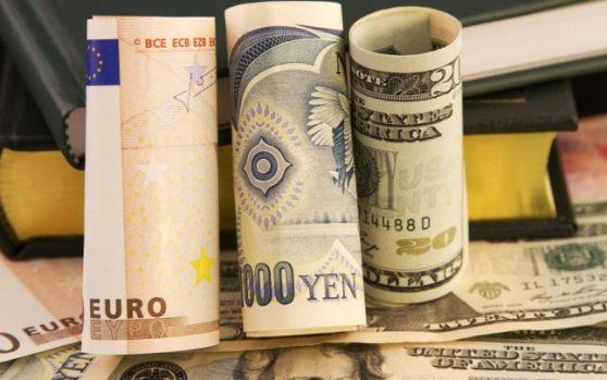 Curs valutar: Euro continuă să crească în debutul săptămânii