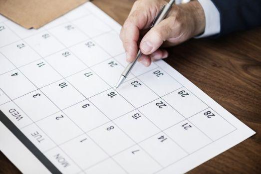 Minivacanță pentru români în noiembrie! Câte zile libere vor avea salariații