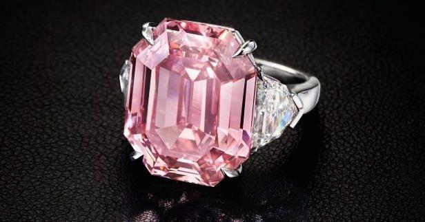 """Diamantul roz """"Pink Legacy"""", scos la licitaţie! Valoarea uriașă a pietrei prețioase"""