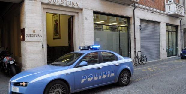 Italia. Un român s-a refugiat, plin de sânge, într-o secție de poliție! Tânărul a fost la un pas să fie ucis