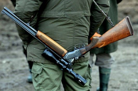 Brașov. Un minor a luat arma tatălui său și s-a împuscat mortal