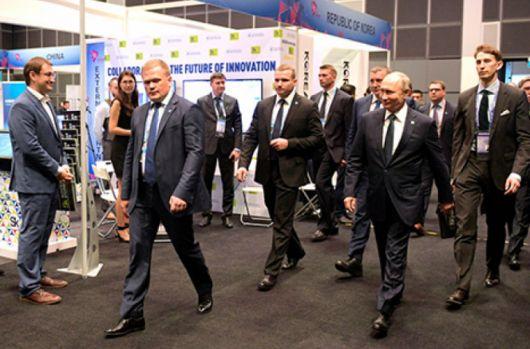 Vladimir Putin a fost umilit în Singapore, dar Kremlinul neagă, deși există imagini. Video