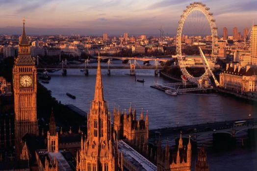"""Anglia. Un român din Londra s-a aruncat în Tamisa. Video cu """"zborul de bucurie"""""""