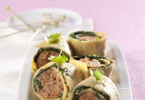Cum se prepară rulouri cu omletă şi cârnaţi. O rețetă simplă și delicioasă pentru diminețile de weekend