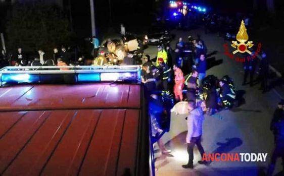 Italia. Șase persoane au murit, iar alte 100 au fost rănite în timpul unui concert dintr-un club