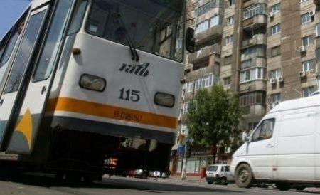 București. Un bărbat a fost reținut, după ce a pipăit mai multe femei în tramvaiele din Capitală