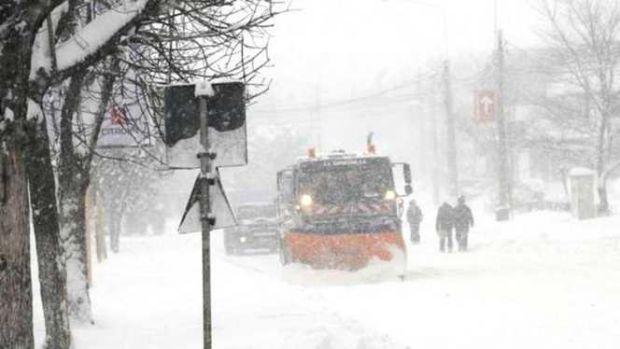 Urgia albă nu conteneşte! Codul portocaliu de ninsori a fost prelungit. Viscol în mare parte din ţară