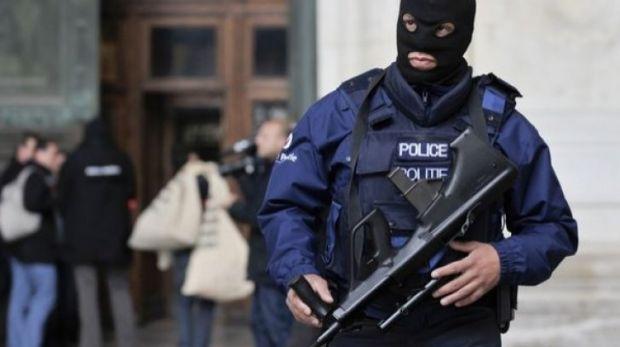 Atac armat la Strasbourg: Cel puțin trei morţi și 12 răniți! Atacatorul a fost identificat dar este în libertate
