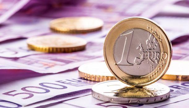 Curs valutar. Euro și dolarul s-au apreciat foarte puțin