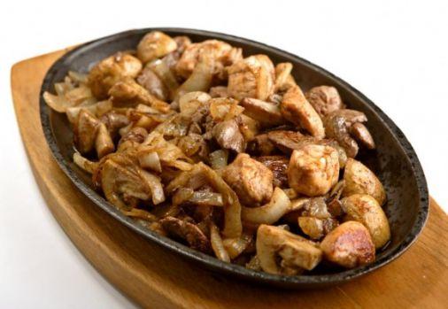 Cum se prepară ficăţeii de pui cu ciuperci. O rețetă delicioasă și sănătoasă