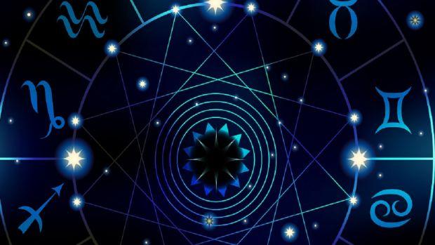 Horoscop 10 decembrie 2018. Gemenii își ating scopul, iar Balanțele se implică într-un proiect