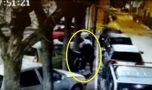 Italia. Un italian, filmat distrugând mașinile cu număr de România! Video