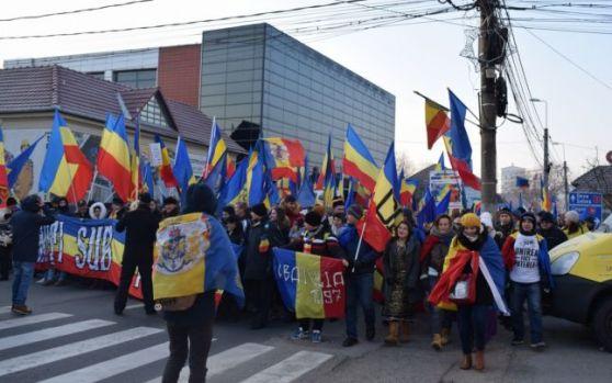 Ziua Națională. La Alba Iulia zece mii de oameni la un marş al Unirii României cu Basarabia