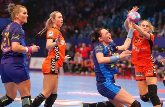 CE handbal feminin. Deja vu în finala mică: Olanda ne mai învinge o dată, scor 24-20, și medaliile de bronz rămân un vis frumos