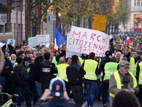 """Franța. Protestele """"vestelor galbene"""" au continuat și astăzi în Hexagon"""