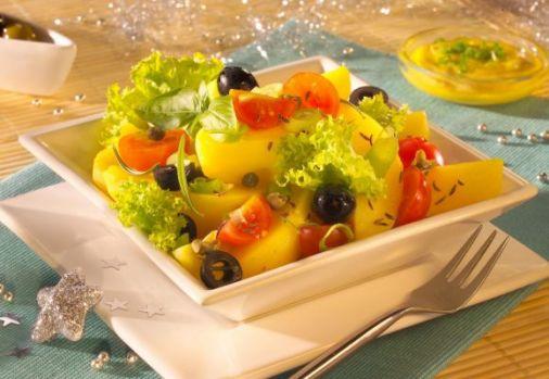 Cum se prepară salata de cartofi cu măsline. Un antreu bun pentru mesele festive