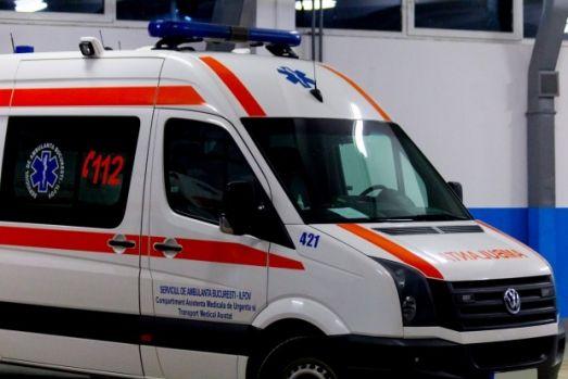 Iași. Un bărbat și-a băgat cuțitul în gât, apoi și-a chemat soția să-i țină lumânarea
