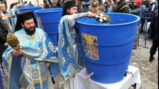 Patriarhul a sfințit apa de Bobotează. 200.000 de sticle de agheasmă pentru enoriași