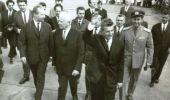 Nicolae Ceaușescu nu avea niciodată bani la el și nici buletinul. Ce nu-i lipsea, totuși, din buzunare când pleca u…