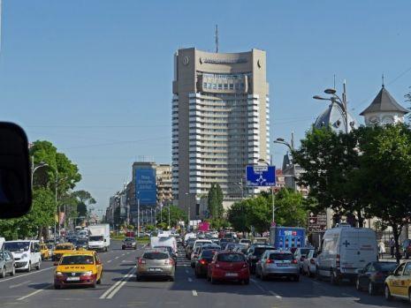 Cine este tânărul care s-a aruncat în gol de pe hotelul Intercontinental din Capitală