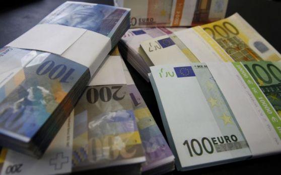 Curs valutar. Leul s-a depreciat vertiginos. Euro, cel mai mare nivel din ultimele două luni și jumătate