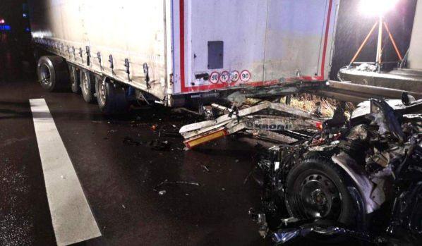 Germania. Șofer român de TIR, implicat într-un accident groaznic pe autostradă