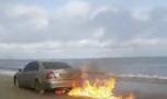 Irlanda. Cine este românul care și-a incendiat mașina pe o plajă! Foto în a…