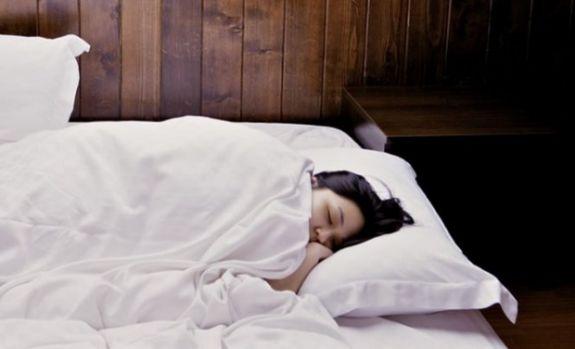 De ce trebuie să dormi în fiecare noapte pe partea stângă