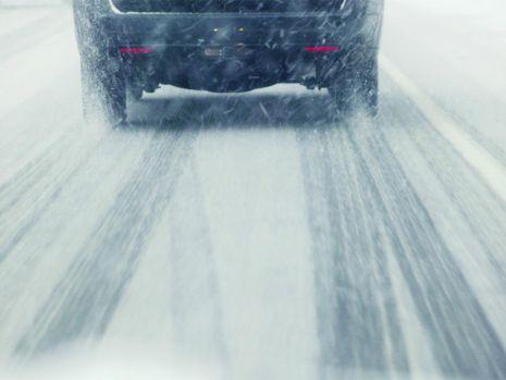 Peste 90 de persoane şi 27 de autovehicule, deblocate din zăpadă