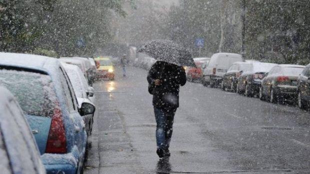 Vremea se răcește începând de sâmbătă în aproape toată țara. Vânt, ploi, lapoviță și ninsoare