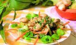 Cum se prepară salata caldă cu ciuperci şi ficăţei. Un aperitiv delicios