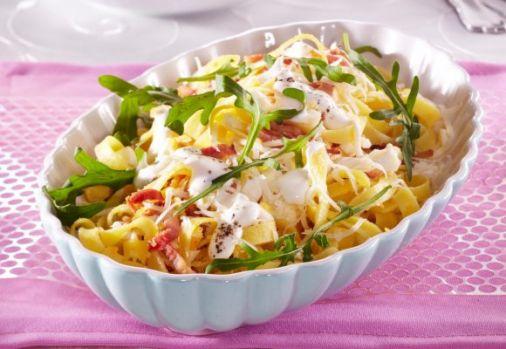 Cum se prepară salata caldă cu paste. O rețetă care conține numai bunătăți
