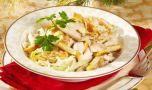 Cum se prepară salata cu piept de pui și omletă. Un mic dejun delicios