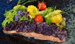 Cum se prepară somonul cu legume la cuptor. O rețeta delicioasă și ușor de …