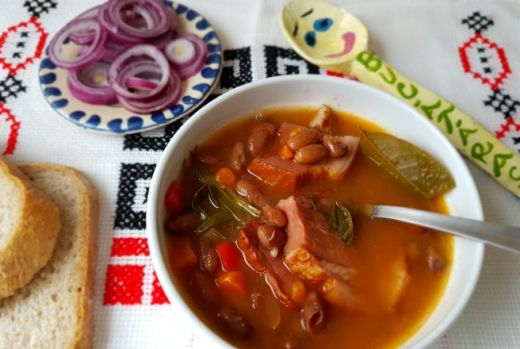 Cum se prepară supa de fasole cu șuncă. Un preparat delicios de prin vecini