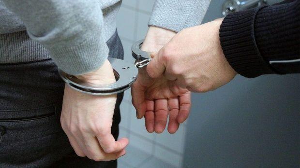 Vaslui. Un puști de 15 ani a violat un bărbat de 57 de ani, iar la final i-a furat 5 lei din buzunar