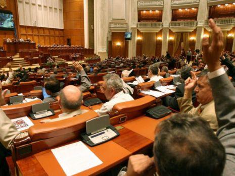 Sesiune extraordinară a Parlamentului de luni până miercuri. Eliminarea pensiilor speciale și asumarea răspunderii Guvernului pe alegerea primarilor în două tururi, pe agendă