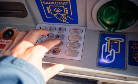 Marea Britanie. Doi români au aruncat în aer un bancomat din Londra și au fugit cu banii